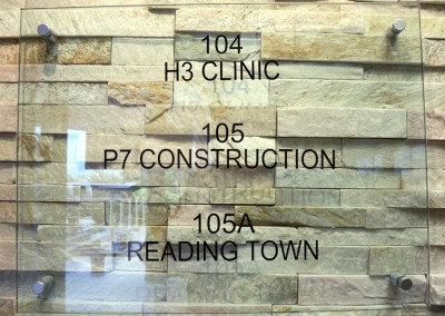 h3-clinic-glass-sign